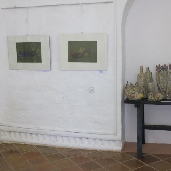 Зал 1 — натюрморты — графика (М.Митлянский), керамика (Г.Шилина).